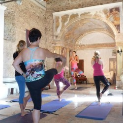 budget yoga retreats italy